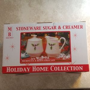 Other - 🎄New in box Sugar and Creamer Stoneware Set🎄